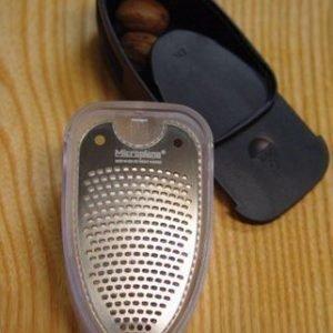Microplane Nutmeg Shake'n'grate