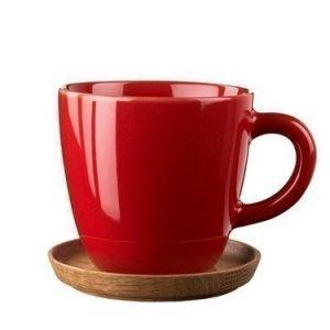Rörstrand Höganäs Kahvikuppi 33 cl Omenanpunainen puualustalla