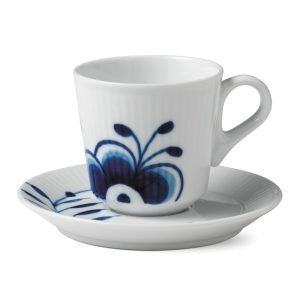 Royal Copenhagen Blue Fluted Mega Espressokuppi Lautasella
